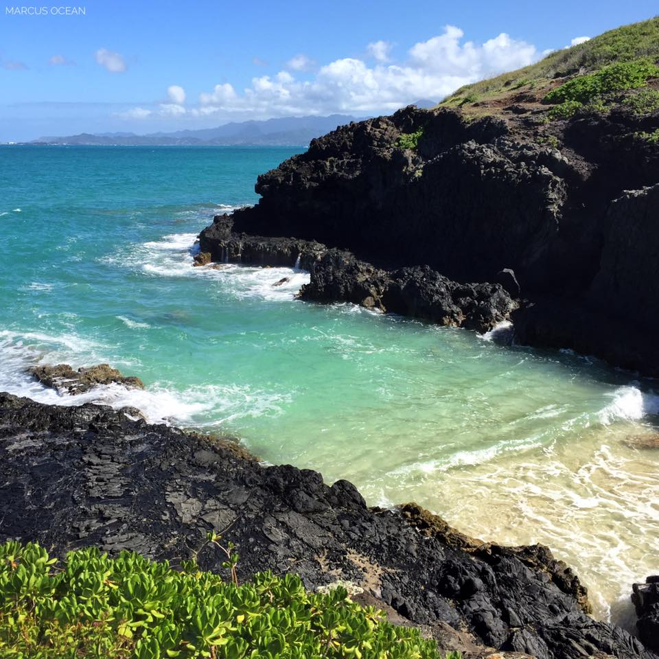 Mokolii Island Cove